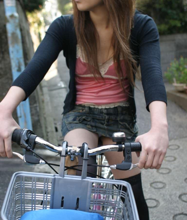 自転車のパンチラ 画像 057