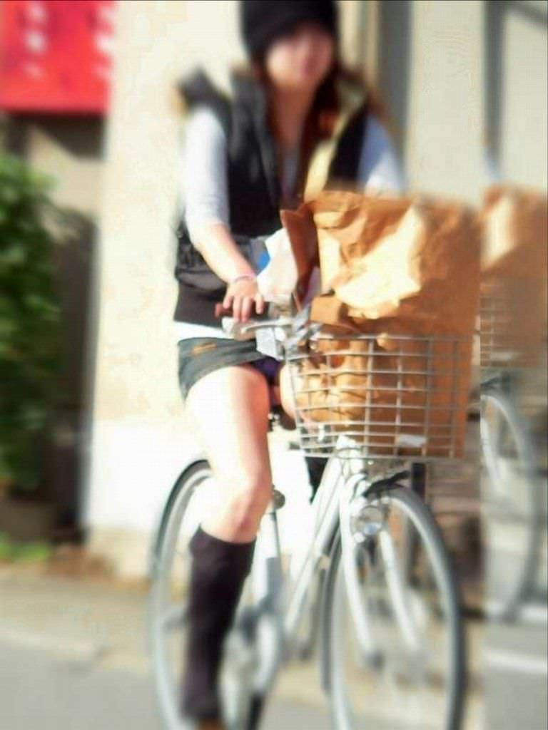 自転車のパンチラ 画像 056