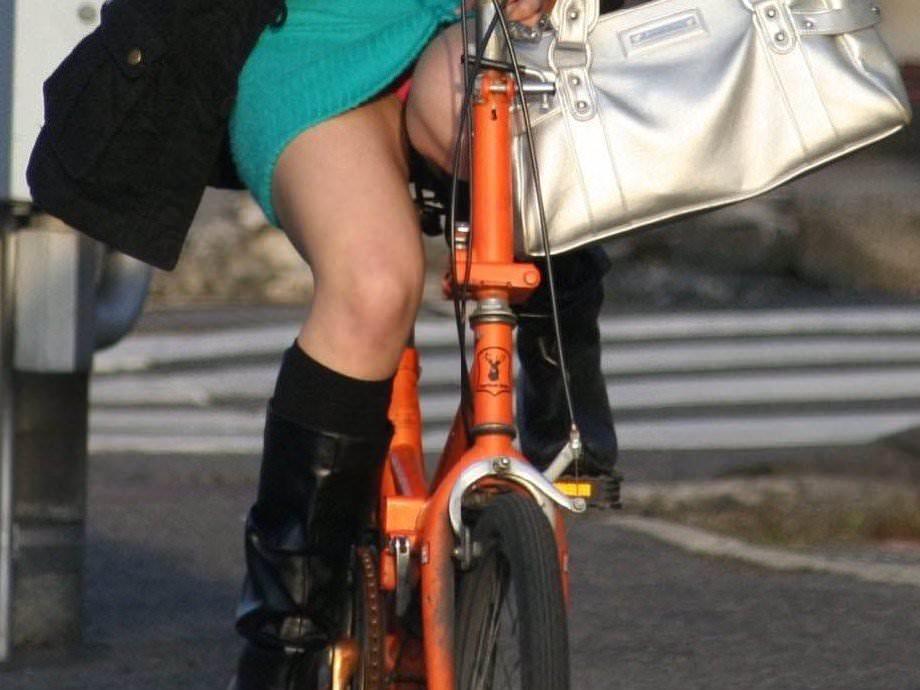 自転車のパンチラ 画像 055