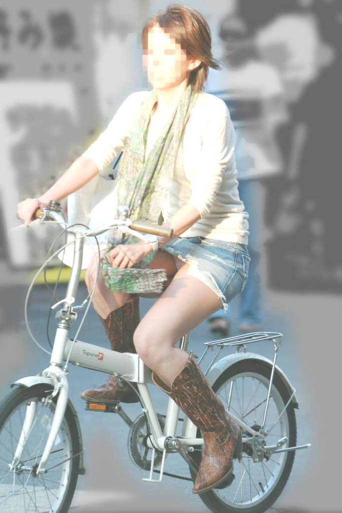 自転車のパンチラ 画像 054