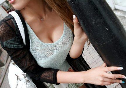 素人盗撮おっぱい 谷間乳首が見えるお姉さんエロ画像89枚!